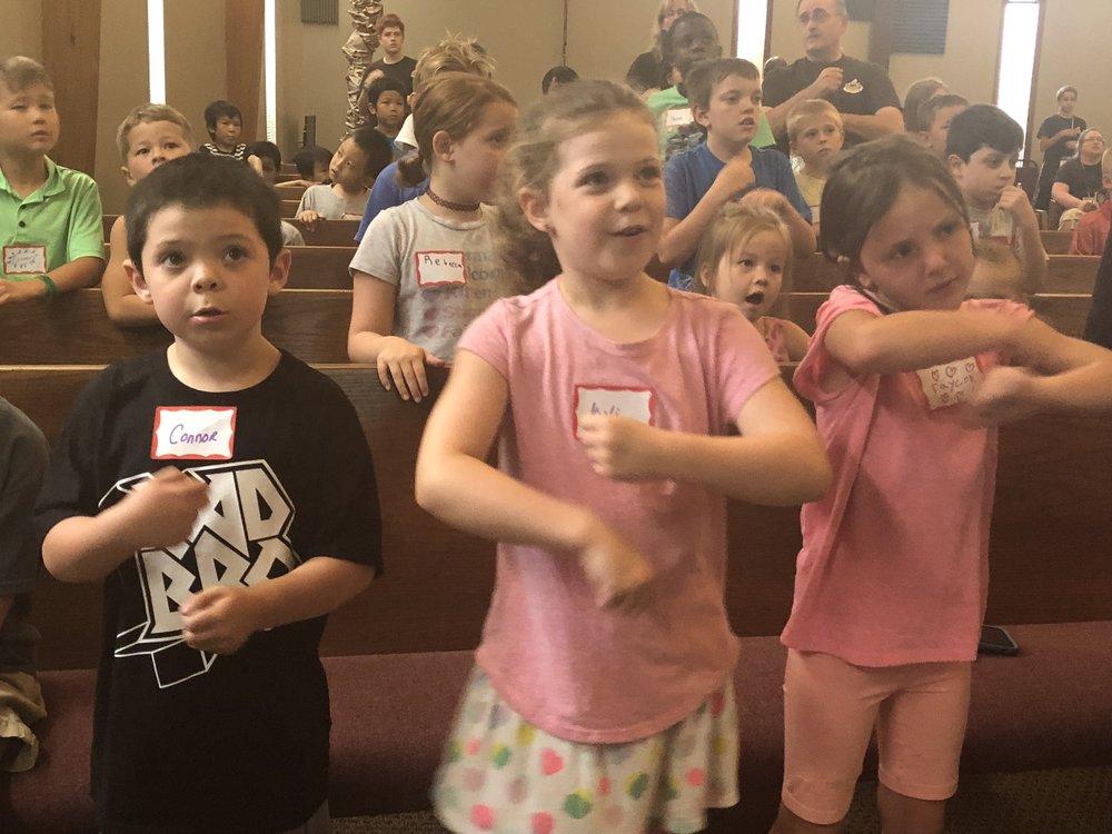 VBS kids praising.jpg