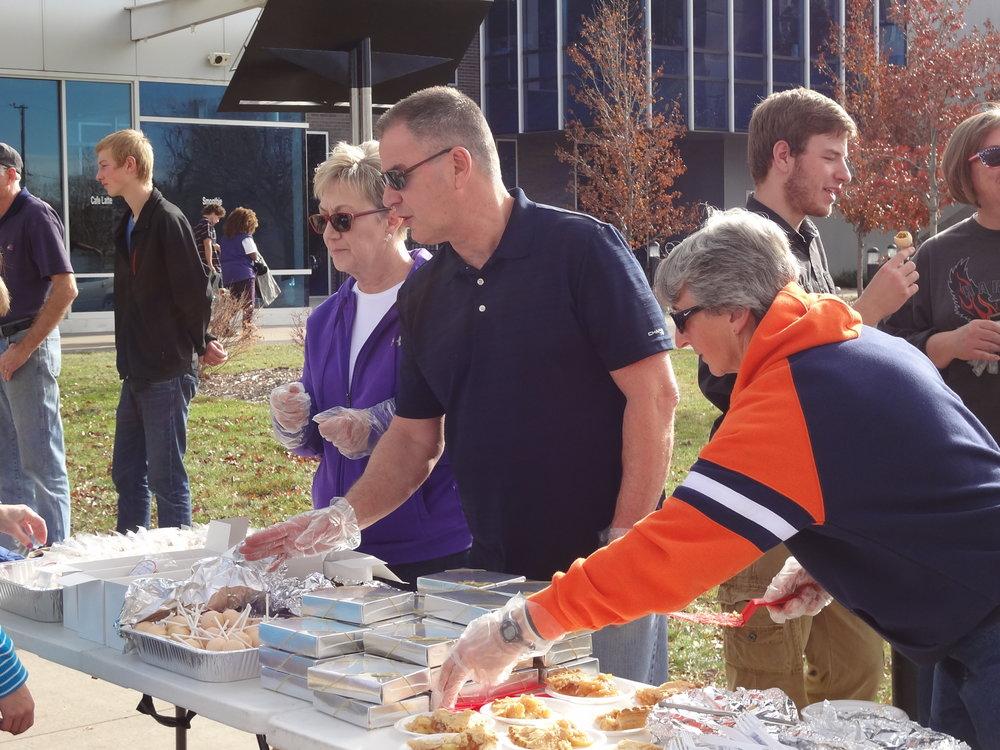 Smiths Thanksgiving outreach.JPG