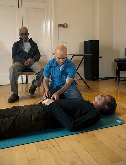 Colin demonstrating a 1-1 session supervised by T.K.V. Desikachar. Taken in 2010, the last time Desikachar came to the UK and travelled outside of India.