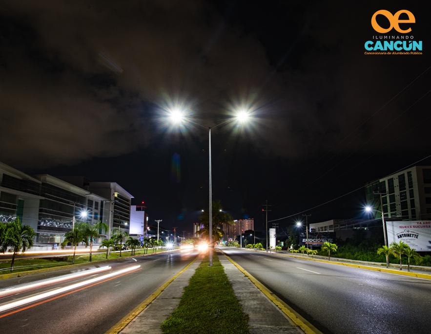 OPERACIÓN Y MANTENIMIENTO - Nos encargamos de operar y darle mantenimiento a toda la infraestructura del Sistema de Alumbrado Público de Cancún, Quintana Roo.Además de reemplazar luminarias, también vamos a renovar, sustituir y modernizar la infraestructura del Sistema de Alumbrado Público, como lo son postes, brazos, cable, transformadores, circuitos, entre otros componentes.