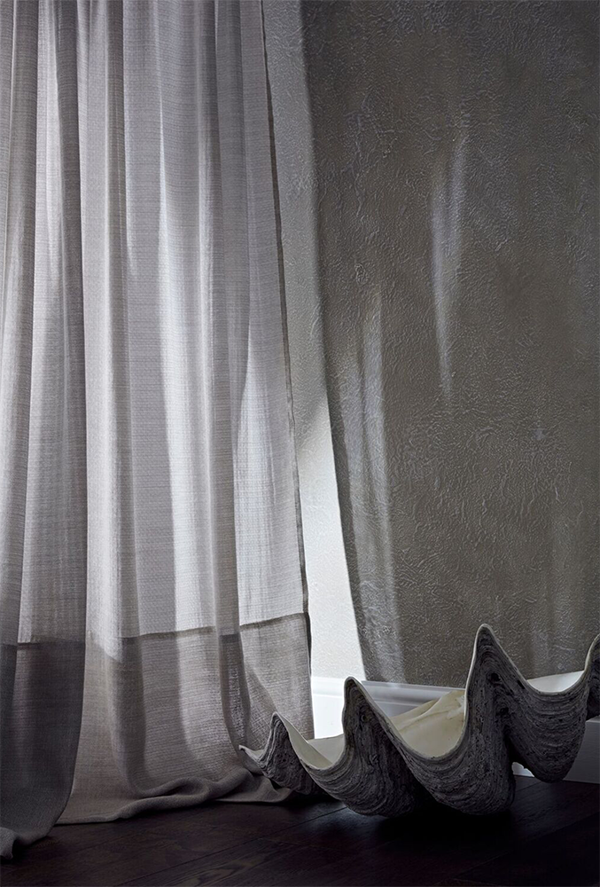 de_Le_Cuona-Refined_Rogue-lifestyle-bespoke-drape-upholstery-linen-white.png