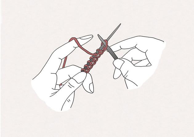 2/ Passez l'aiguille droite dans la première maille de votre aiguille gauche