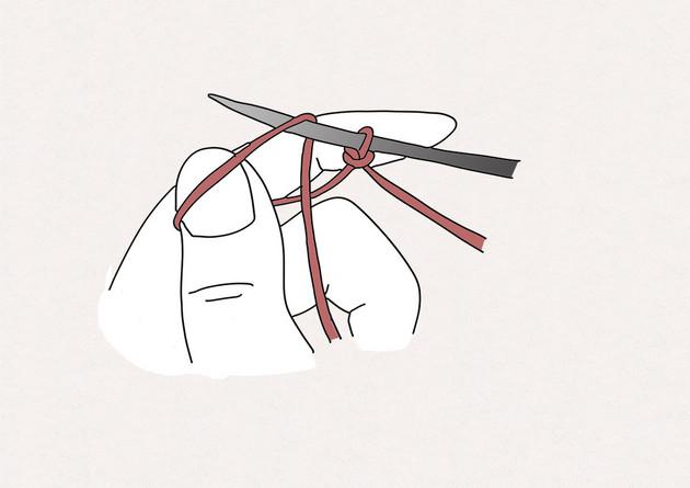 2. Passez l'aiguille dans la boucle formée par le pouce.