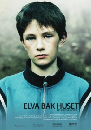 ELVA BAK HUSET / BEHIND THE HOUSE (2007)