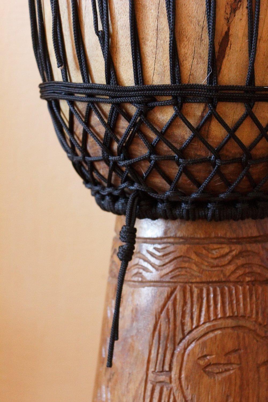 """16-прядный репшнур на джембе после замены верёвок и настройки шнуровкой """"волна Мали"""" с двойным шагом"""
