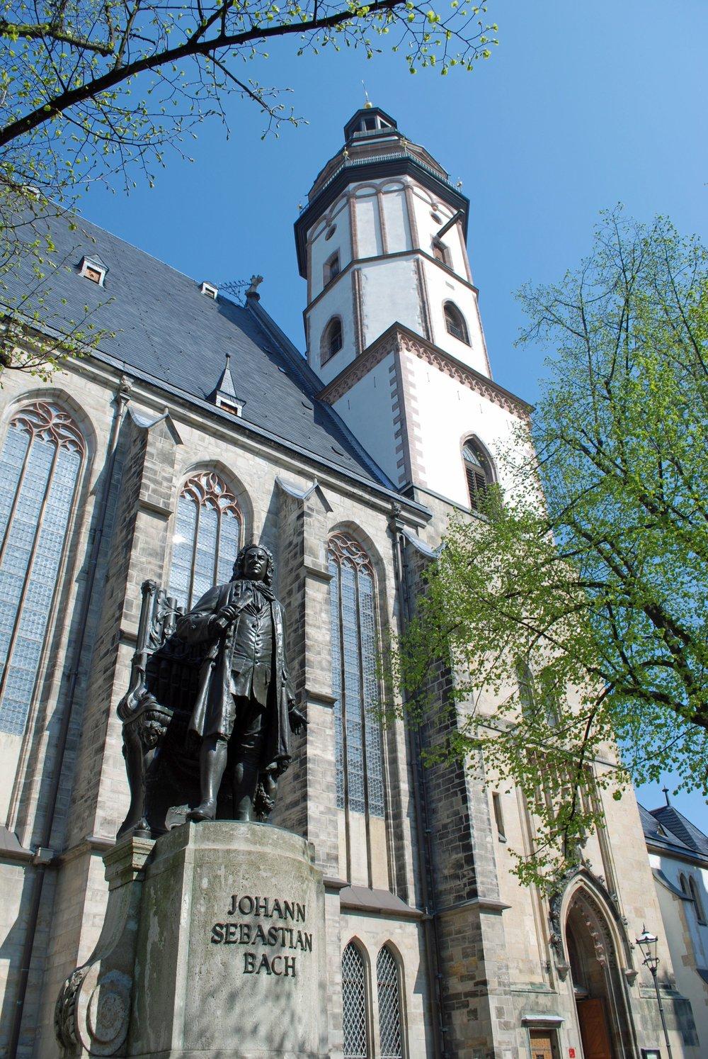 Bach-Denkmal-Thomaskirche_Andreas-Schmidt_leipzig.travel.jpg