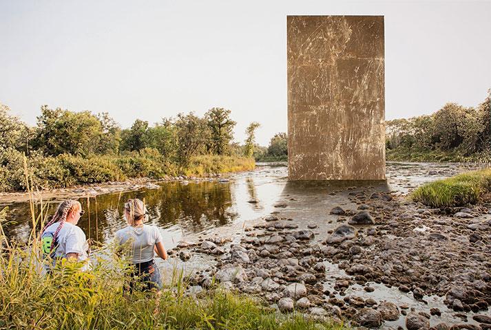 """Golden monolith,  2018, Édition de 3, Épreuve à développement chromogène avec feuille d'or , 40 x 60""""."""
