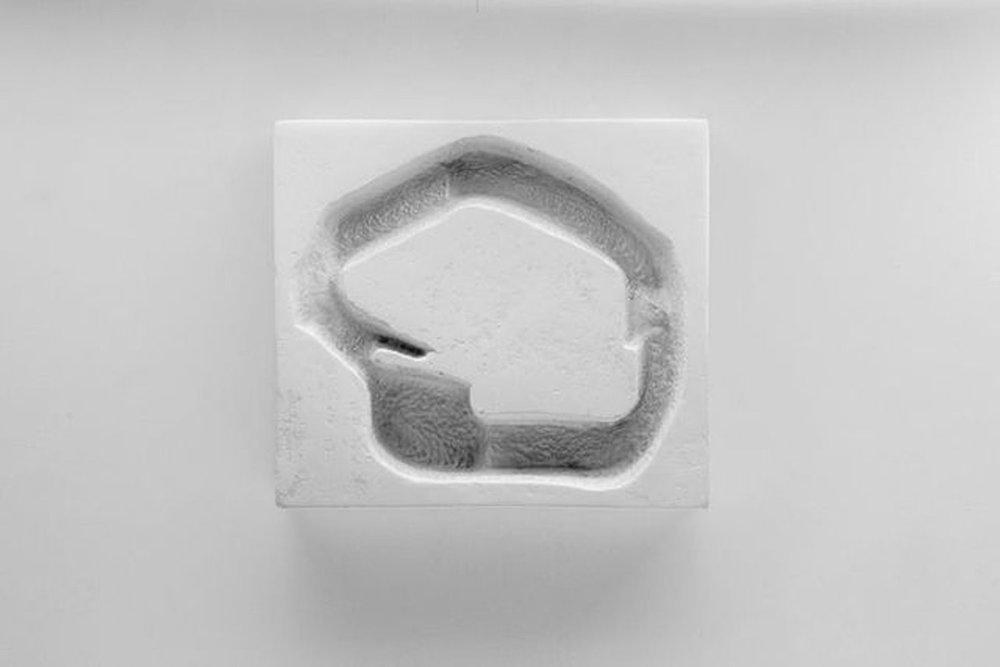 """Enigmatic Depression , 2013 Édition de 5 Poterie issue de moules de coulage avec cire pigmentée  11 1/4 x 2 x 10"""""""