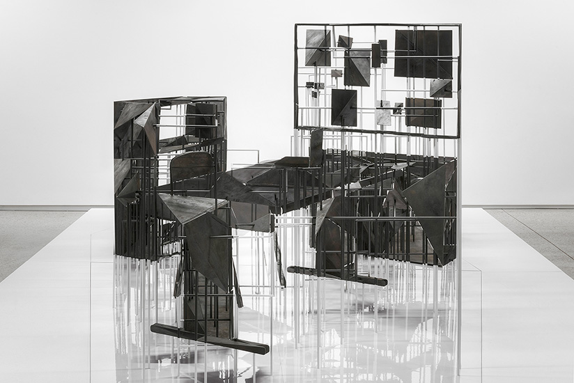 Vanité (Astro),  2016, acide polylactique, acier, aluminium, matériaux mixtes, 194 x 488 x 366 cm.
