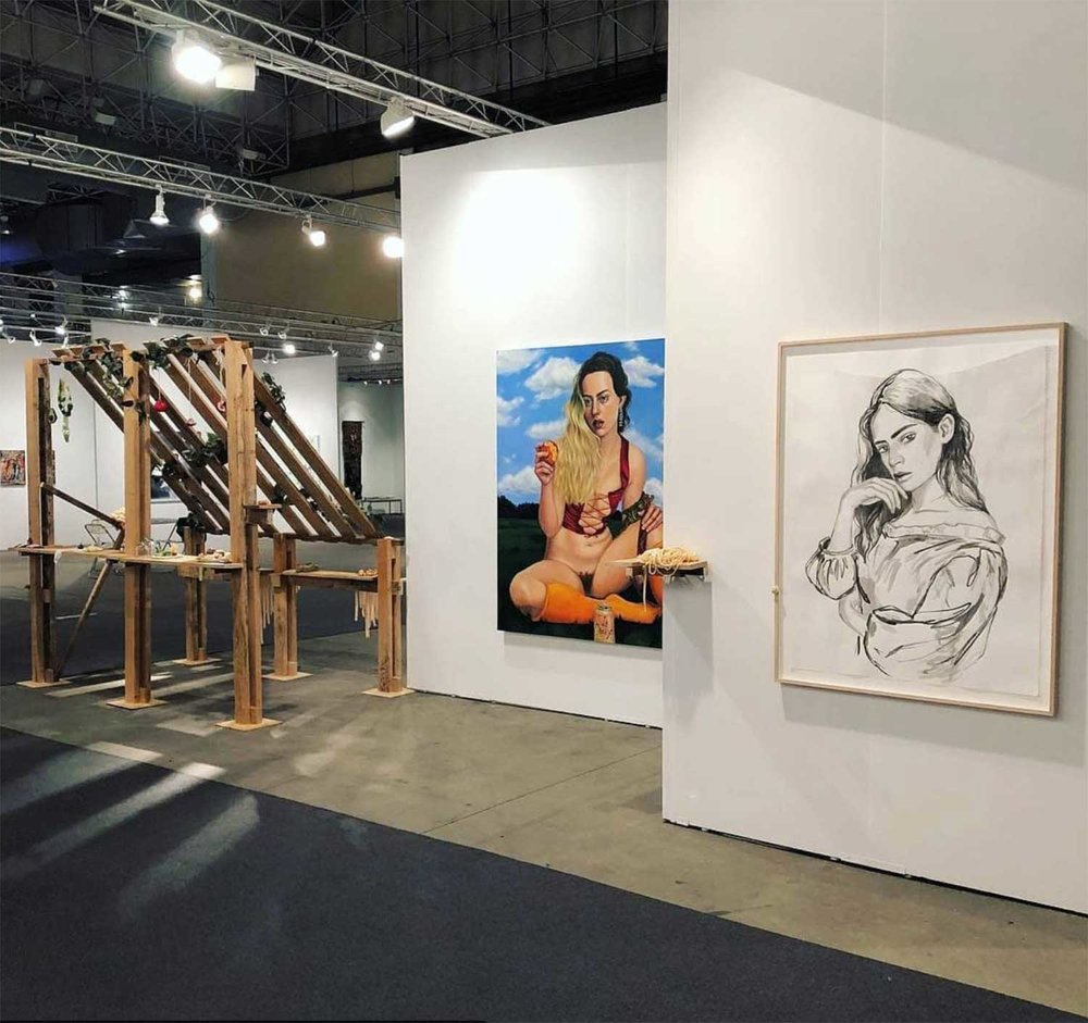 "Installation view, EXPO CHICAGO, Chloe Wise,   Coco,  2018, Encre sur papier, 50 x 38"".   You would have been a castle for a moment,  2016, Huile sur toile  72 x 60"".   Cantina, 2016,  Bois, uréthane, objets et feuilles de vigne en plastique."