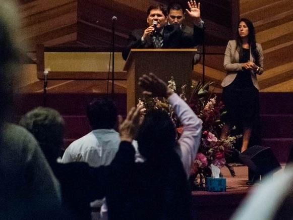 """""""Gloria De Dios!"""" - East Valley Pentecostal Church goza una gran diversidad de nacionalidades entre sus miembros. Teniendo en cuenta esto la Iglesia sintió la gran necesidad de comenzar un Ministerio Hispano. Venga y experimente EVPC en español."""