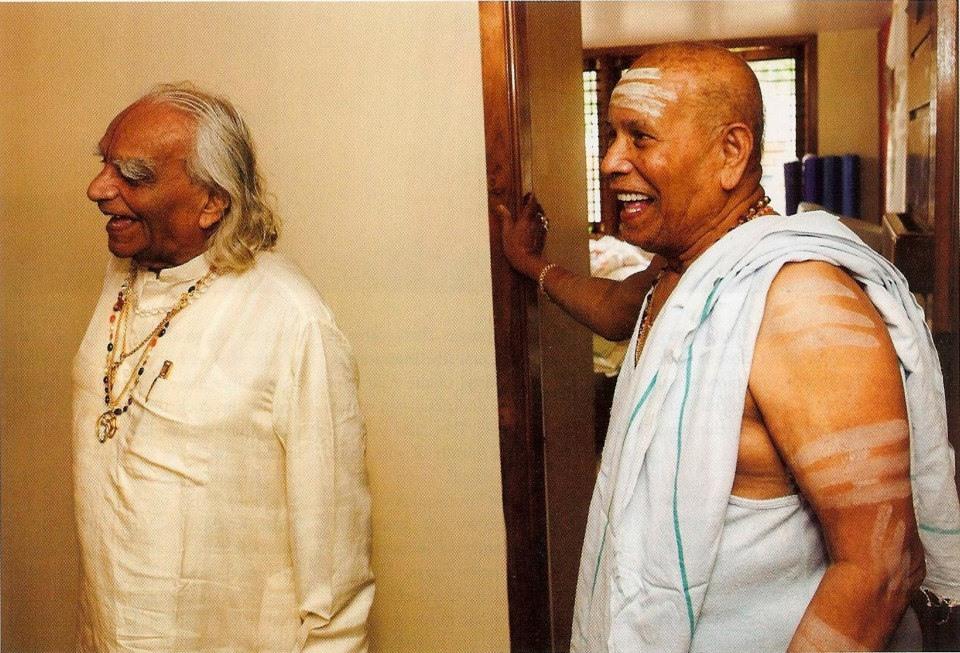 BKS Iyengar (left) and Sri K Pattabhi Jois (right). Two of the most influential yoga students of T. Krishnamacharya.