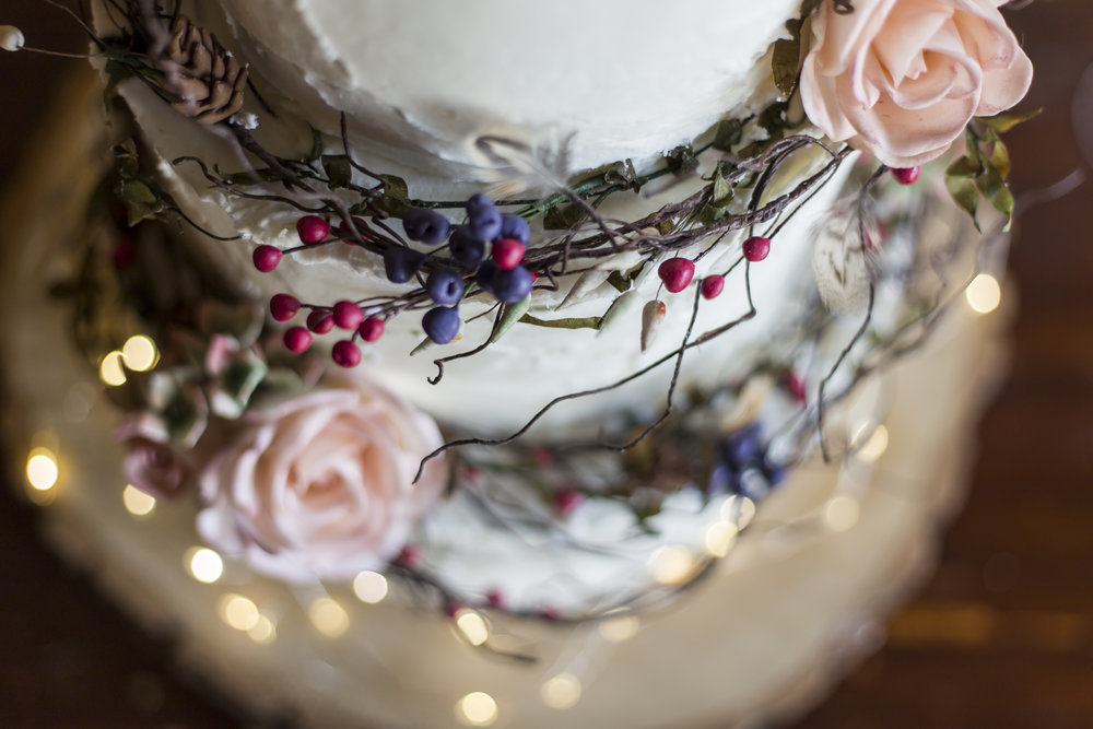 rose and spear love wedding cakes