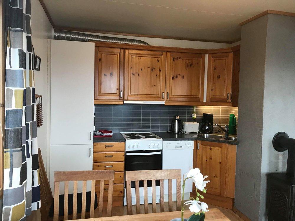 Første etasje rorbu kjøkken.jpg