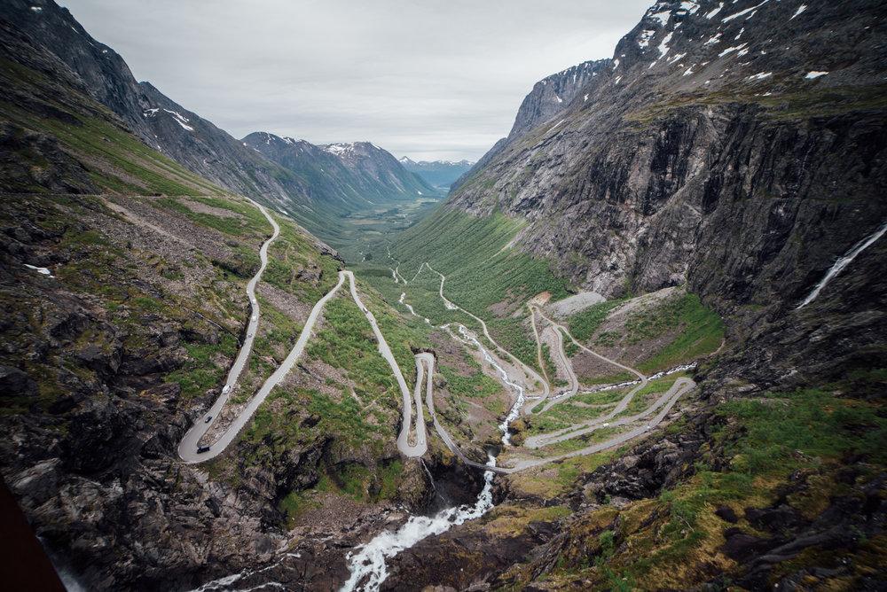 Åndalsnes/Trollstigen   Tindehovedstaden med omegn. Turen inkluderer turbuss tur/retur med guide, samt. ferge og middag. Vi besøker også Trollveggen.    Pris per person :  Kr. 1350,- (ved minimum 20 personer)