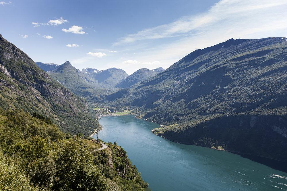 Tafjord   Den mektige, lille bygda med fantastisk natur og fjell. Turen inkluderer turbuss tur/retur, samt ferge, inngang til skremuseum Ville Krefter, middag og guide.    Pris per person :  Kr. 1280,- (ved minimum 20 personer)