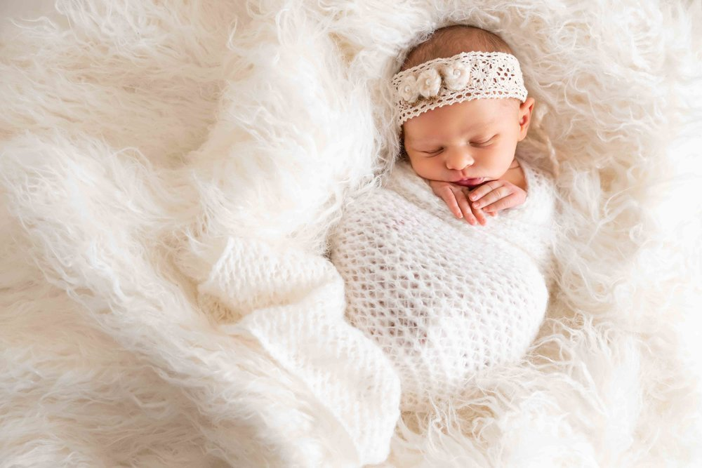 Newborn Portrait - $400+hst2-3 hour in-studio session Backdrops, wraps, outfits, set ups as needed Reveal & Selection Consultation$100 print credit towards wall art, photo albums & photo boxes