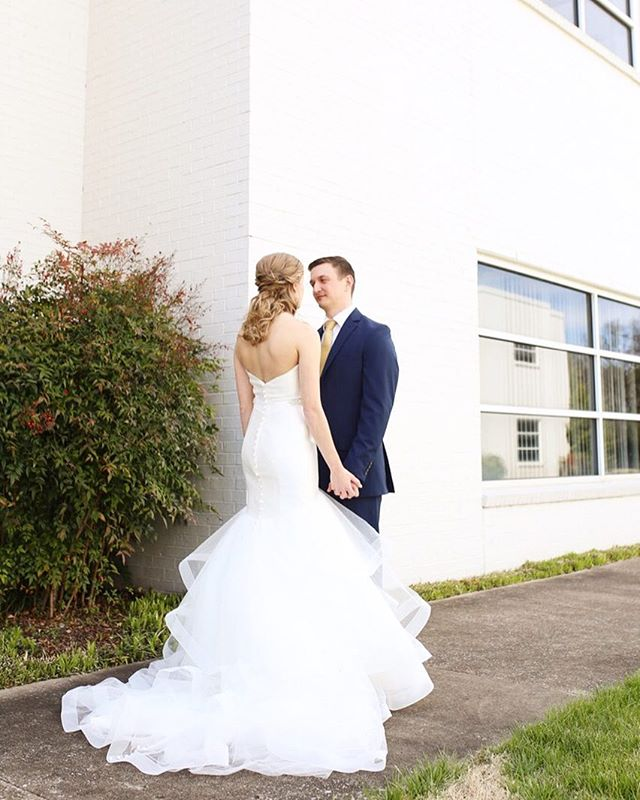 It's fridaaaaay and this girl is about to work all weekend. Good thing I love my job! What are your weekend plans? . . . . 👗: @bridesbyglitznash #georgiaweddingphotographer #tennesseeweddingphotographer #nashvillewedding #weddingphotographer #weddinginspiration #weddingideas #dreamwedding #destinationwedding #pnwweddingphotographer #travellingweddingphotographer #lovestories #radlovestories #destinationwedding #soulmates #huffpostwedding #marthastewartweddings #weddingdesign #weddingdecor