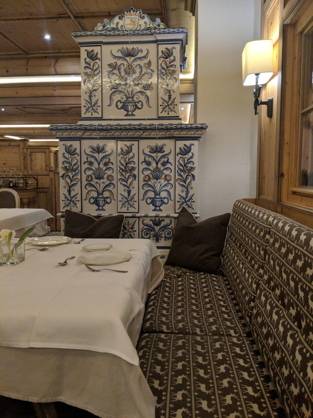 grossrler_restaurant_hall.jpg