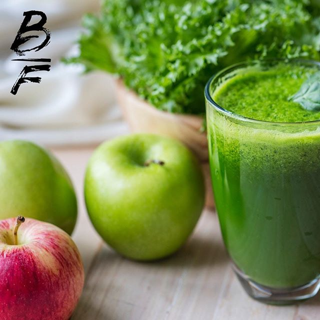 Fat burning smoothie morning  Try out this bad boy to kick start you metabolism up in the morning and set your day off right. ·  2 cups spinach ·  1/4 cup fresh mint leaves ·  2 stalks celery (chopped) ·  1 cup brewed green tea (cooled) ·  1 large grapefruit (peeled and seeded) ·  2 cups pineapple chunks (frozen) ·  1/2 large avocado ·  1/8 teaspoon ground cayenne pepper (optional)  #FitFood #HealthyEating #HealthyRecipes #Nutrition #InstaHealthy #BalancedLife #IIFYM #HealthyChoices #FoodIsFuel #Diet #DietPlan #DietBlogger #DietFood #FlexibleDieting #CheatMeal #EatGreen #EatCleanTrainMean #CleanEating #Macros #Yummy #Delicious #MealPlan #MealPrep #FitnessMeal #FitnessFood #GymFood  #homeworkout #personaltrainer #fitness #fitnessmotivation