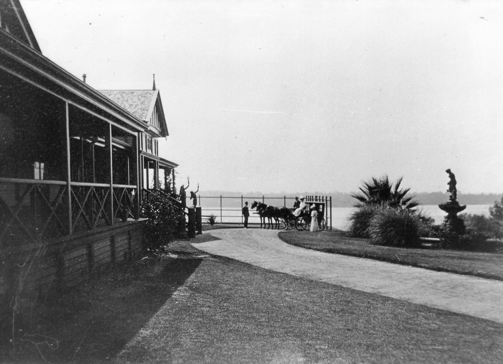 The Cliffe and carriage, early 1900s