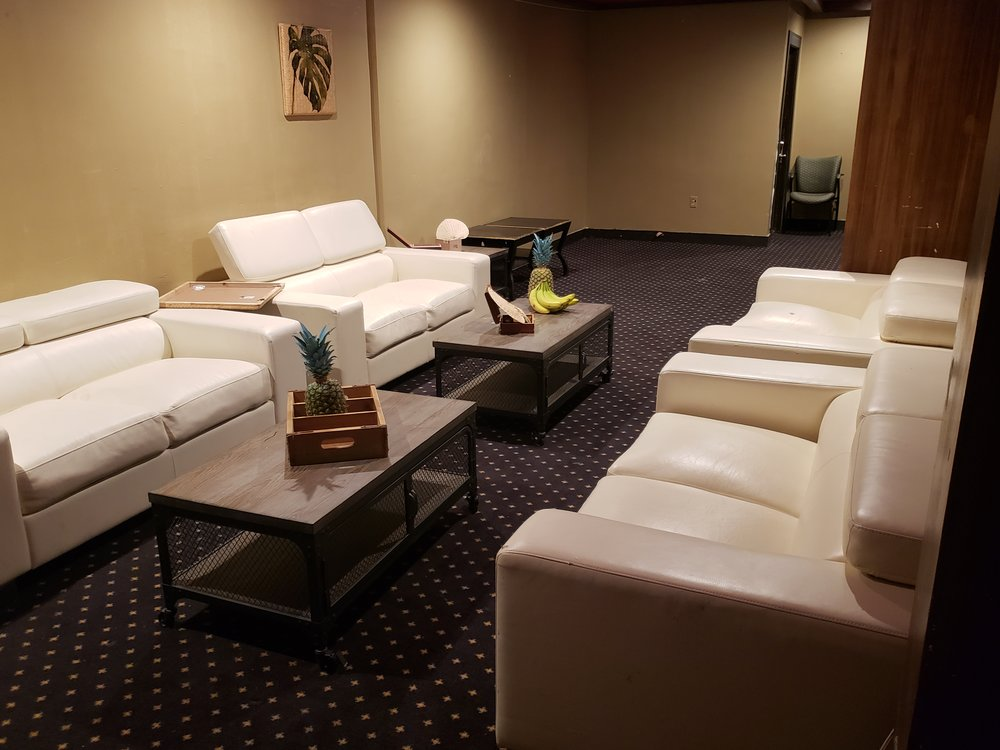 La Plaza Lounge .jpg