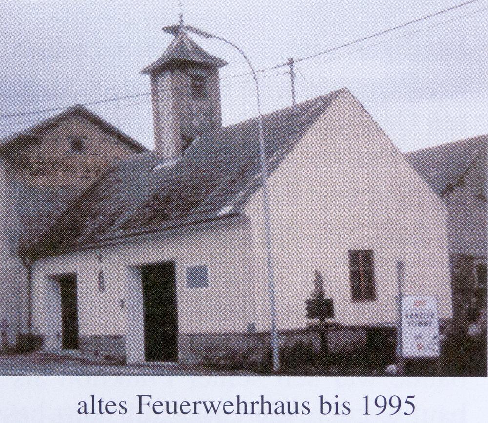 Freiwillige Feuerwehr Gebhards, altes Feuerwehrhaus 1995.jpg