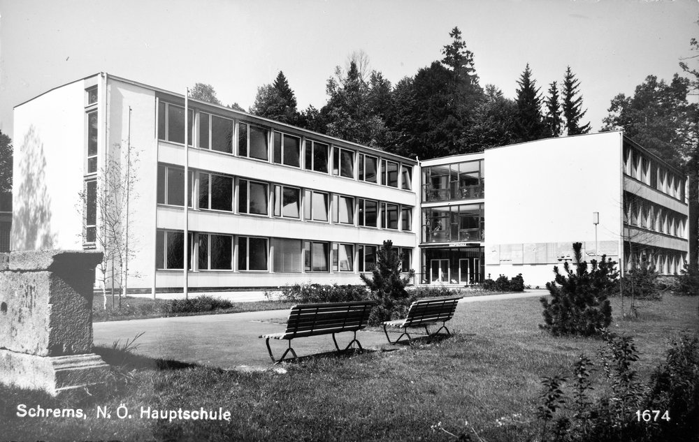 Schrems Hauptschule.jpg