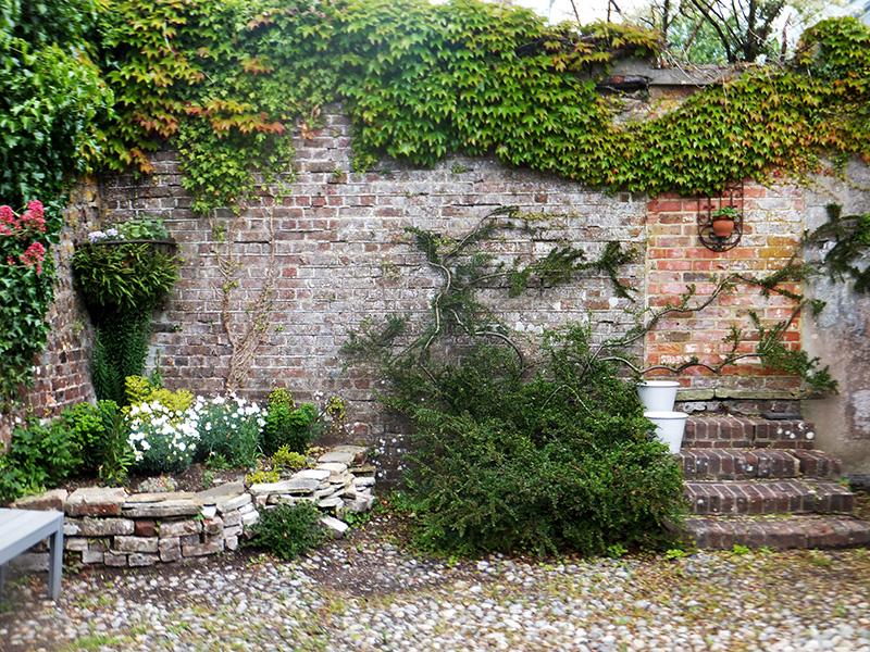 Garden-B-and-B-amberly-jmpblog1.jpg