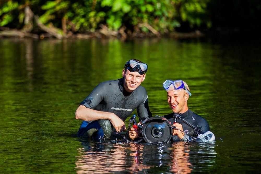 Das Team - Als passionierte Wassersportler sind wir eure perfekten Fotografen, wenn es um die professionelle und kreative Umsetzung eurer Unterwasserfotos geht. All unsere Erfahrung als langjährige Fotografen kommt euch dabei zu Gute.Wir haben jederzeit hilfreiche Tipps parat, damit ihr am Ende die besten Ergebnisse erhaltet.