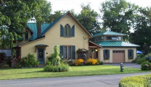 houseshot1.jpg