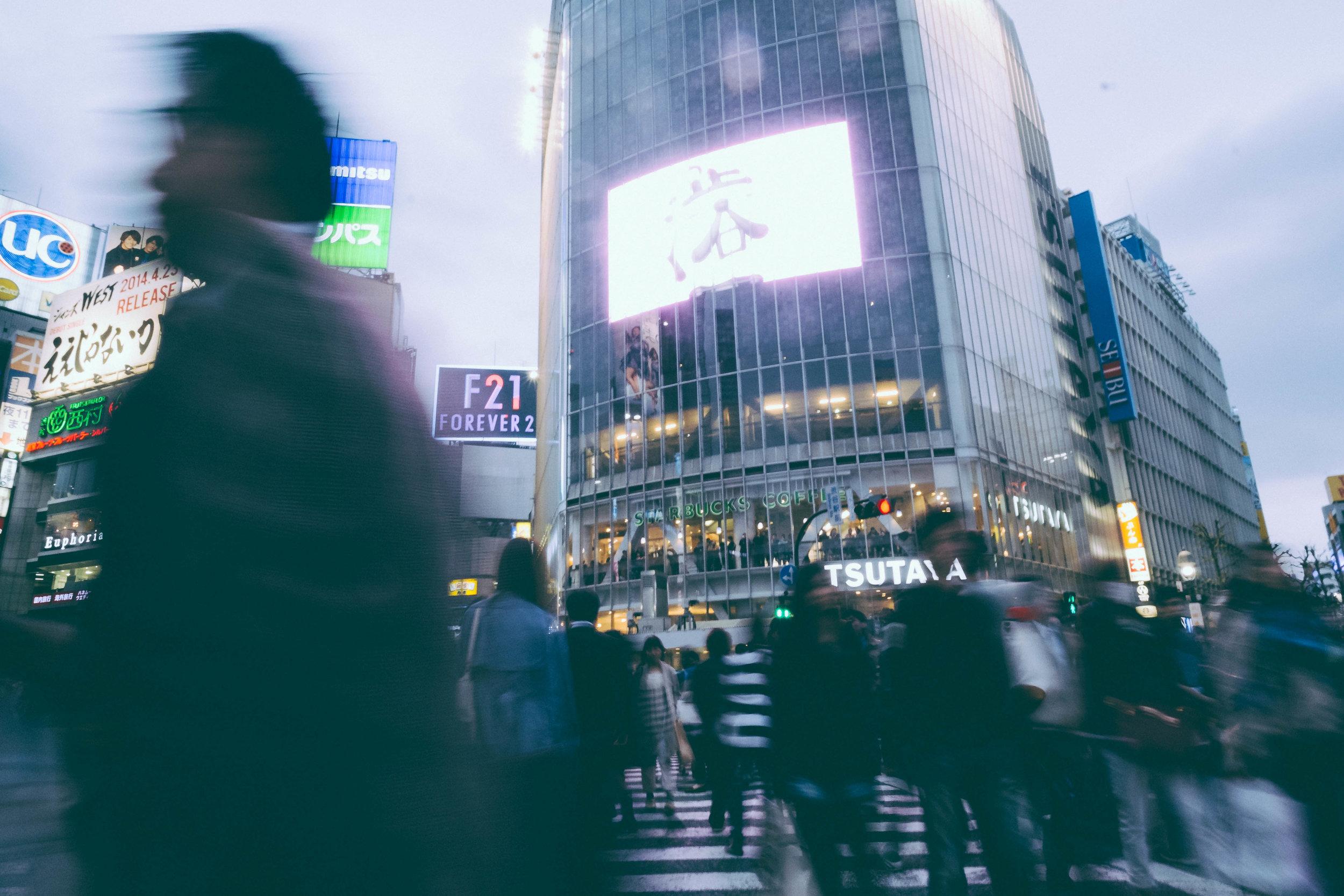 Crowds crossing at Shibuya, Tokyo.
