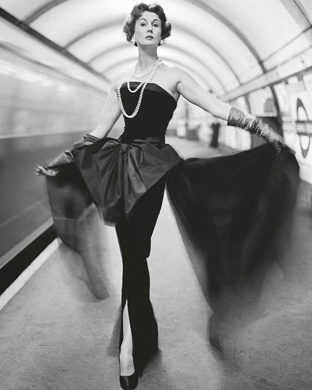 Waiting for my tube on the London Underground right now 🇬🇧😂🇬🇧 . Inspiration: Barbara Goalen (1921-2002) in Christian Dior's 'Cygne Noir' dress on the London Underground, 1950. . . 📸 by John French (1907-66). Photograph via the V&A Collections.