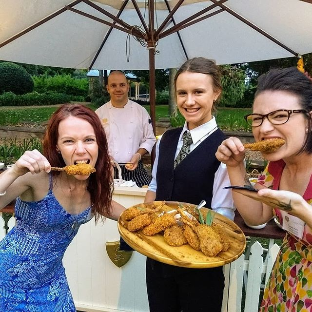 Sink your teeth into that!!! A fab night @gabbinbarhomestead with @tynealehahnmakeupartist celebrating the people behind all of those gorgeous weddings you see pics of, on here! Our fave parts of this stunning place are the beautiful staff, delicious food and the picturesque setting! #gabbinbarsoiree #gabbinbarhomestead #tynealehahnmakeupartist #lambcutlets #baaaa #industrynight #allofthefun #summersoiree #notplayingcaketonight