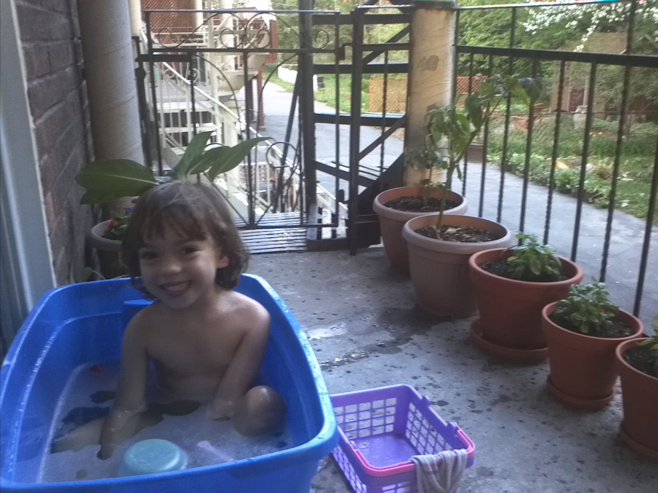 She would only take her bath outside in a big tupperware
