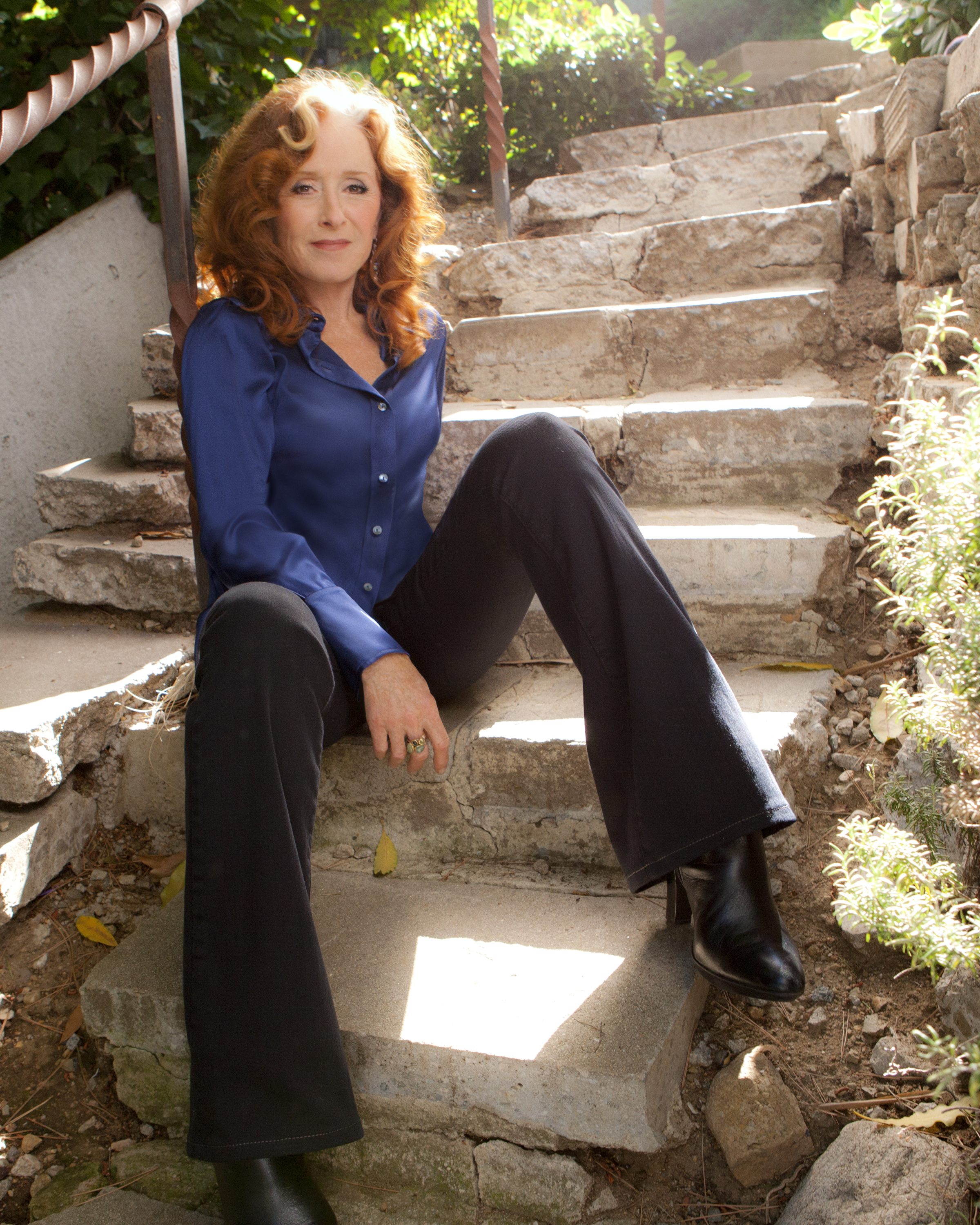 -images-uploads-gallery-BonnieRaitt_ConcreteStairs_Credit_MarinaChavez