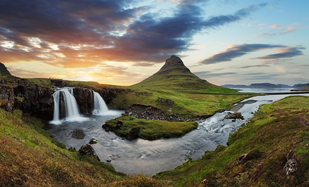 Soar over waterfalls and other natural highlights in Iceland