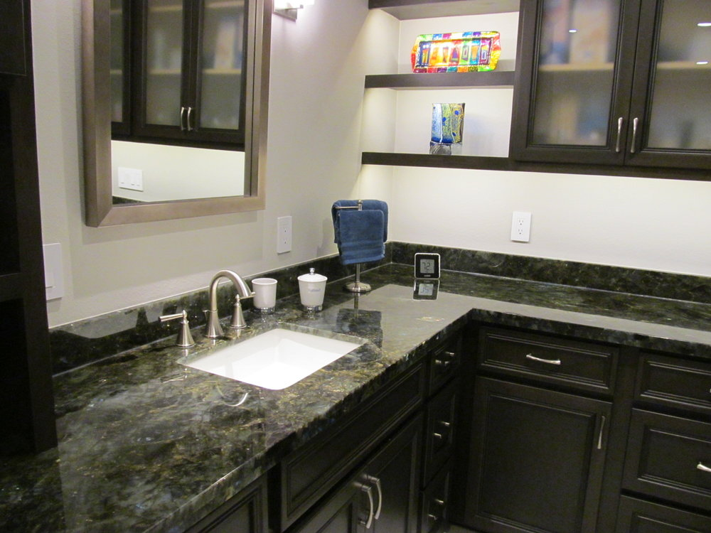 Love the granite and display above.JPG