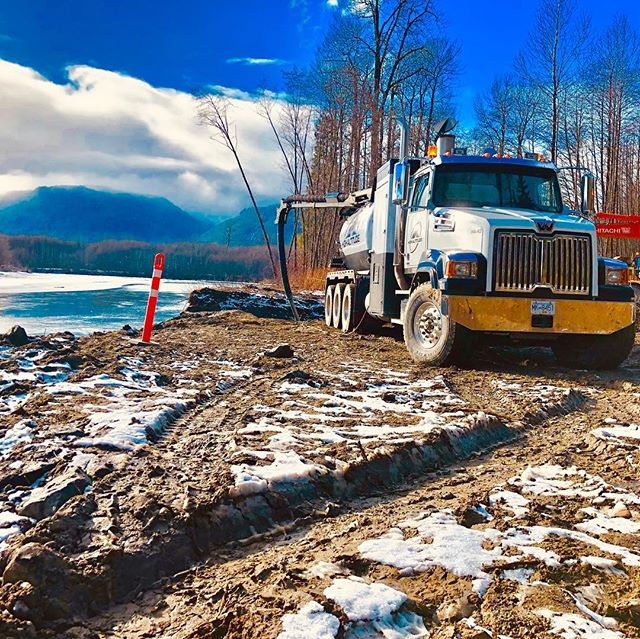 Picture speaks a million words.. really love this province and what it has to offer. Have a great weekend everyone #hydrovac #westernstar #bclife #workingmen #trenching #excavator #excavation #triaxle #happyfriday