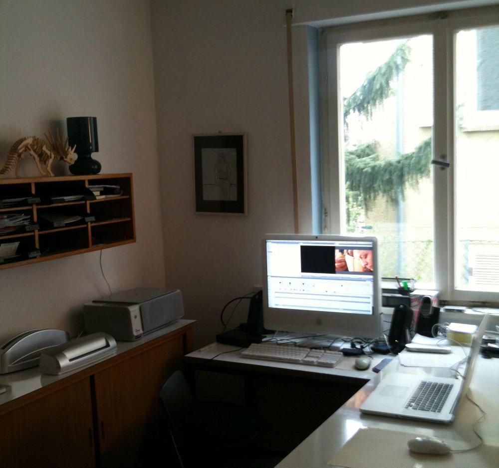 2009 - Stuttgart im Sommer 2009. Zwei Studenten der Medienwirtschaft stehen am Ende ihres Studiums. Was nun? Sie treffen eine folgenreiche Entscheidung. Sie kaufen sich zwei Kugeln Stracciatella. Das schmeckt den Beiden. Anschließend gründen sie Kniff.