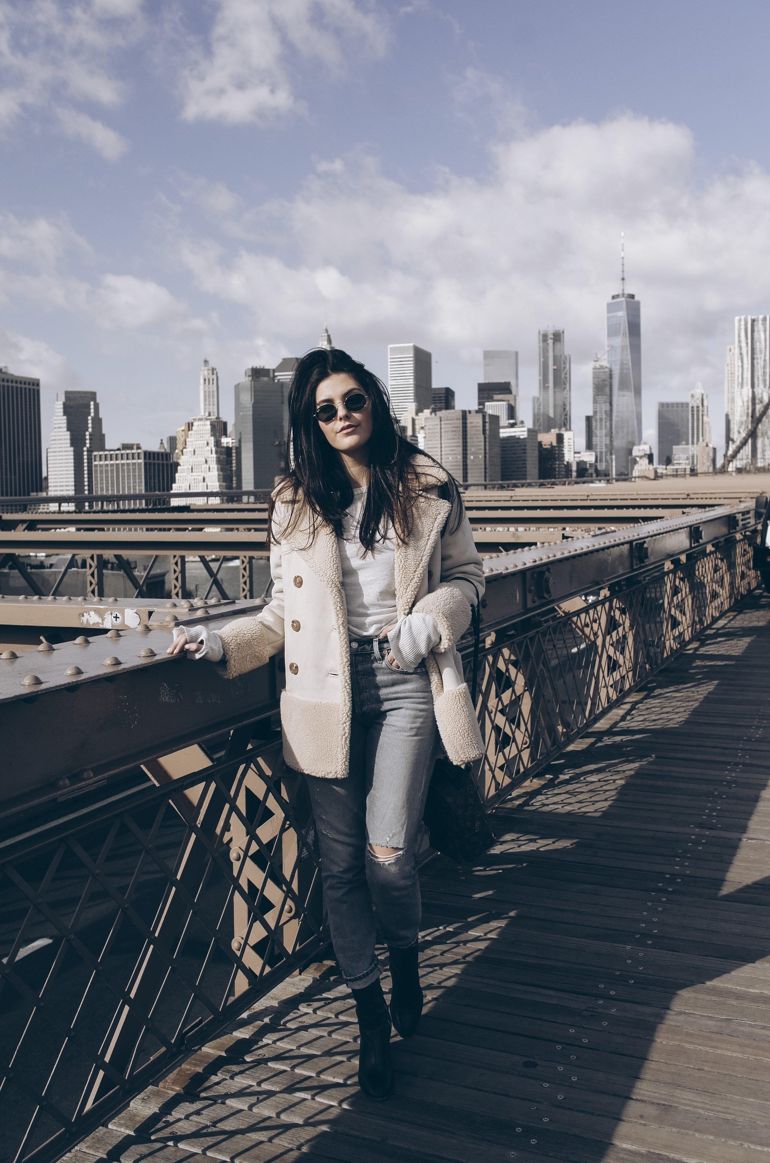 How to Practice Being Thankful Everyday | Julia Friedman on the Brooklyn Bridge.