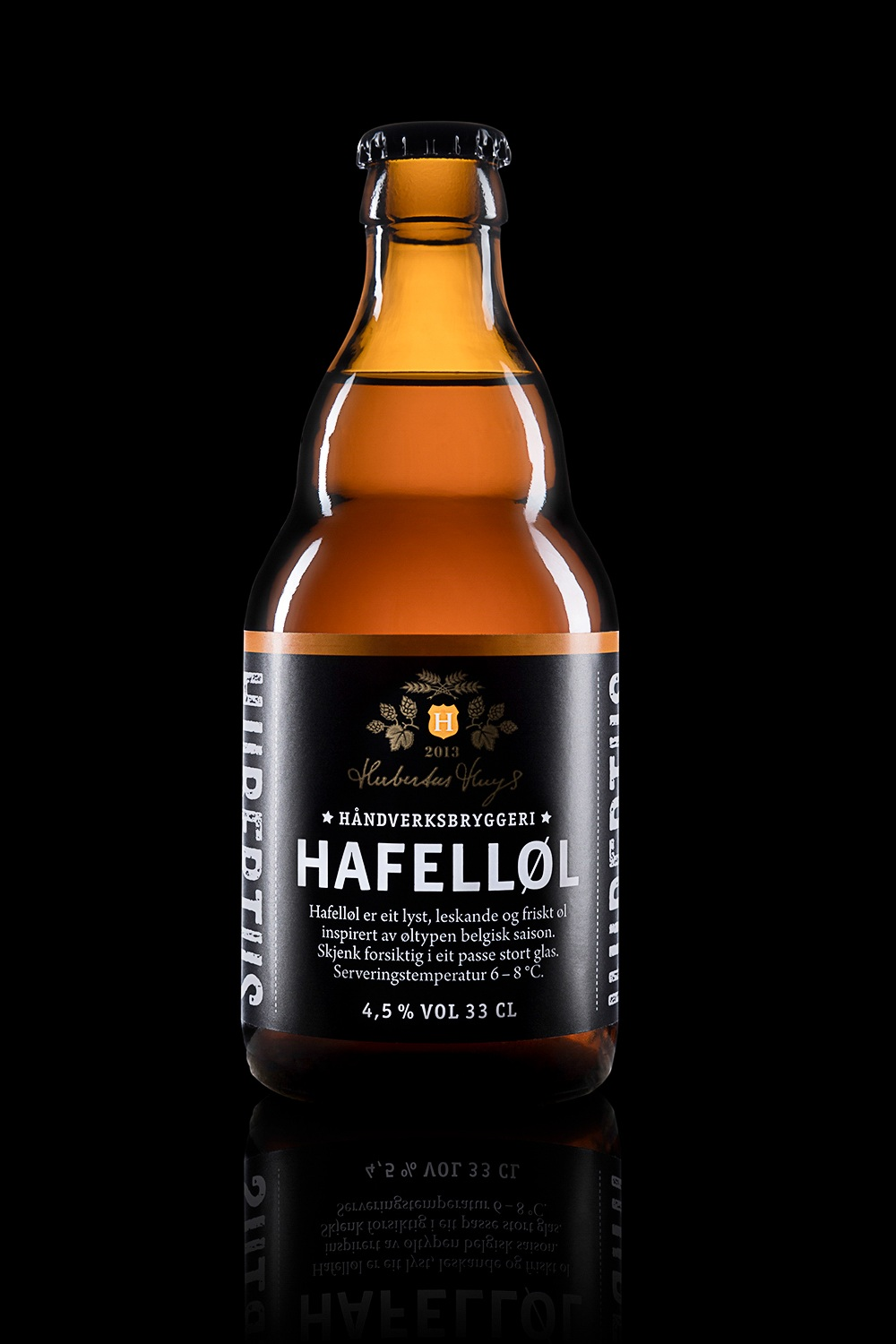 Hafelløl - Type: Inspired by Belgian saison.Color: Blonde.Aroma: Malt, hops and complex fruits.Flavor: Fruity and fresh.Contents: Alcohol 4,5%.Food pairing: Spicy food, barbeque and fish.