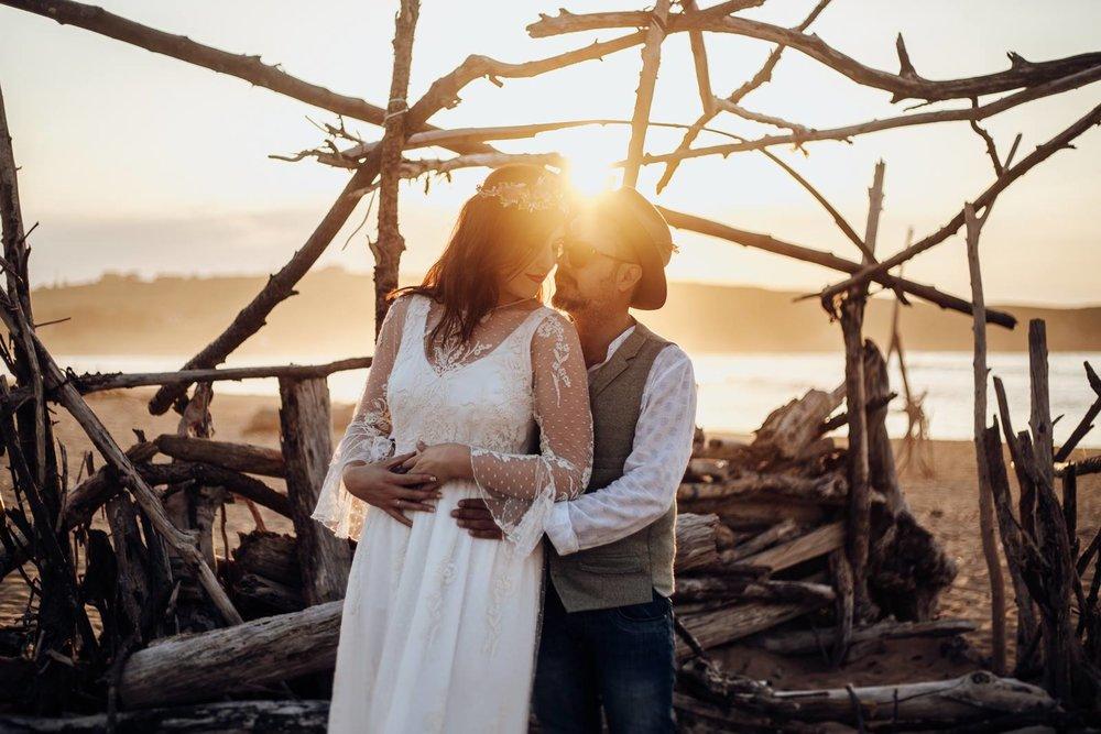 - Ante todo, gracias por llegar hasta aquí. Para los que no nos conozcáis, nos presentamos. Somos Luis y Laura, y juntos formamos Love+Love. El destino nos unió, y desde entonces no solo somos pareja en la vida real, sino también, un equipo. Viajeros incansables, y amantes de la fotografía desde que tenemos uso de razón. No hay cosa que más nos guste que captar esos momentos de la vida que le dan sentido. Familias felices, miradas cómplices, bodas que son fiestones del amor… Aunque cada uno tiene su estilo propio, a los dos nos encanta hacer fotografías naturales, donde os veáis tal y como sois, y reviváis cada uno de esos momentos.