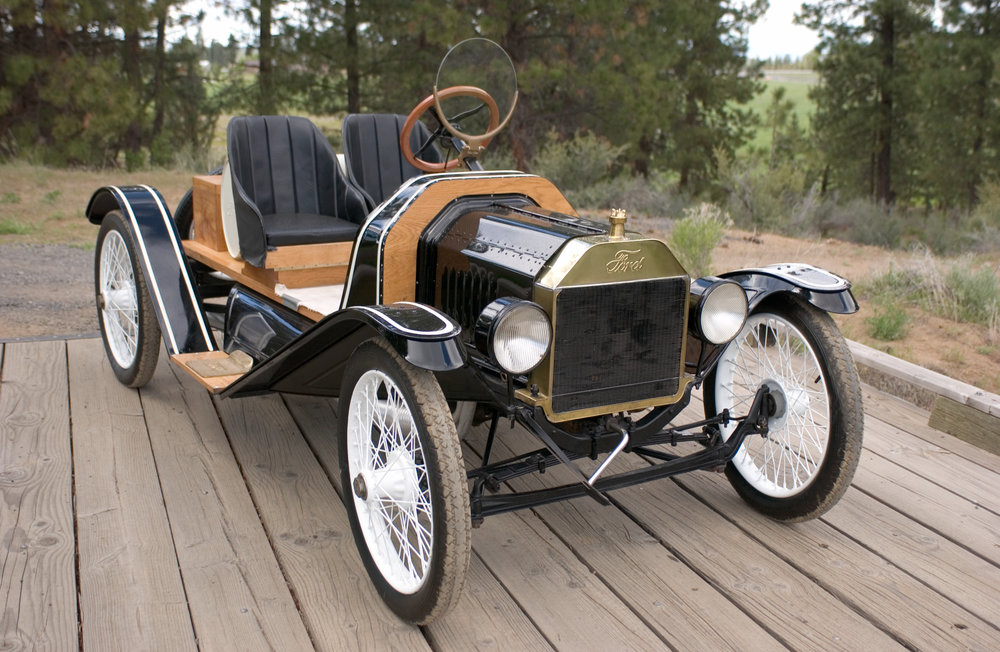 1916 Ford Spdstr better 34 front.jpg