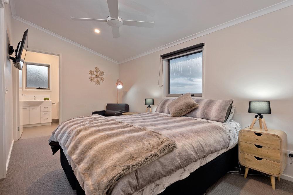 Snowview Bed 1.jpg