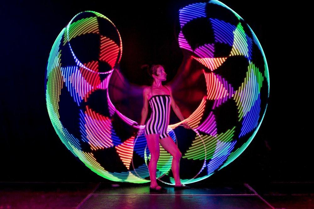 stokholm sweden ljusshow led show rockrıngshow hula hoop cırkus nycırkus ljusdans buket rın fest event evenemag underhållning föreställning