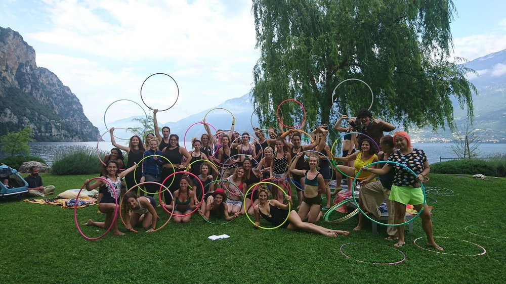 workshop buket rin international hula hoop workshop hoop teacher