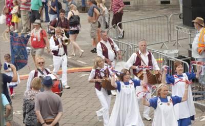 Warwick-Folk-Festival-Morris-Dancers04.jpg