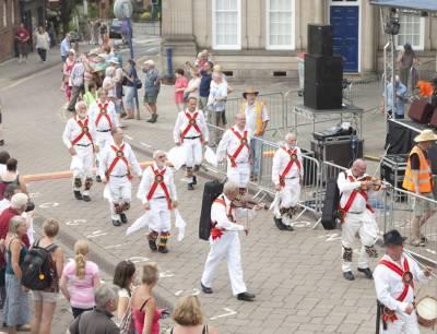 Warwick-Folk-Festival-Morris-Dancers07.jpg