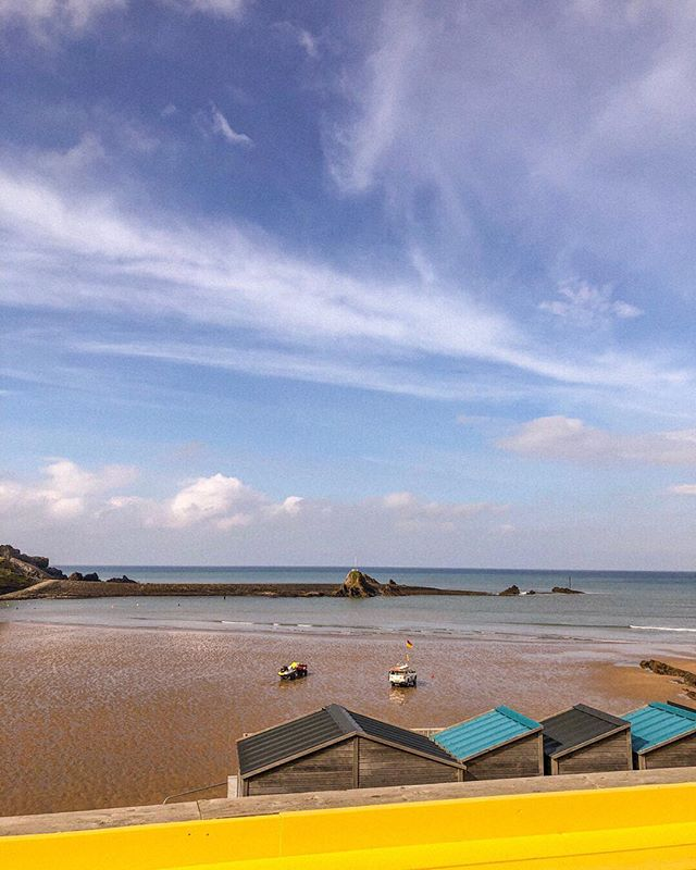 The weekend is almost here and we're hoping for more epic blue skies on Summerleaze 🌊  We're open today and Saturday until 9pm with happy hour between 4-6 🍹 So whether you're just dropping in for a drink or to get your hands on eats from the new menu... we'll have the alllllll good vibes whatever the weather! . . . . . . .  #lifesabeachbude #LABBude #lifesabeach #Summerleazebeach #bigupbude #bude #beachrestaurant #shorelineeats #surfsup #surfsundowners #visitbude #Summerleaze #weekendloading #seasideeats #cornwall #visitcornwall #foodanddrink #eatingfortheinsta #waves #beach #restaurantwithaview #seaviews #viewgoals #blueskies #friyay